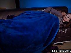 Мужик прижимается к спящей брюнетке и трахает ее в кремовую ...
