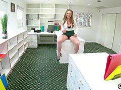 Девушка с большими сиськами в офисе стоя на коленях делает минет и принимает сперму