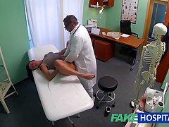 Врач в больнице уложил пациентку на кушетку и трахнул членом...