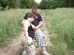 Толстушка на природе занимается классическим сексом с любовн...