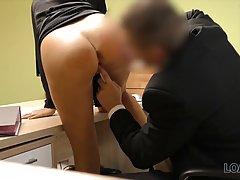Блондинка пришла в офис и вместо собеседования стала актрисо...