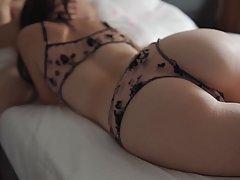 Домашнее порно одной страстной девушки в красивом эротическом белье