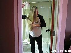 Блондинка прямо в отеле не отказывается от домашнего порно о...