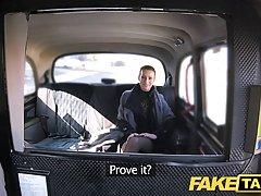 Чешская брюнетка зарабатывает сексом на заднем сидении машин...