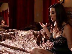 Кэссиди Клейн и Елена Йенсен страстно заниматься любовью поздно ночью на огромной кровати